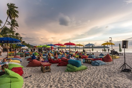 Watch the sunset while enjoying your drink on Pantai Cenang | © Asia Travel/Shutterstock