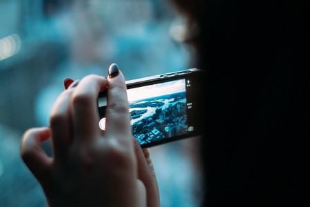 https://pixabay.com/en/smartphone-digital-camera-camera-381237/