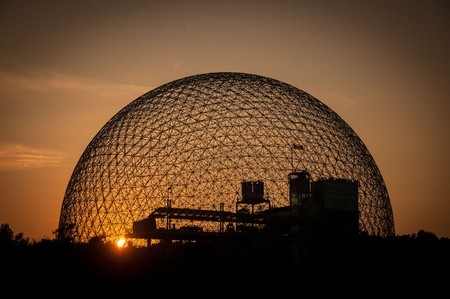 A sunset view of Montreal's Biosphère | © Guilhermeduartegarcia / WikiCommons