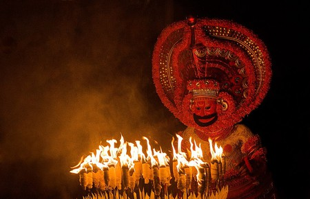 Theyyam, a ritual form of worship in northern Kerala | © Uajith / WikiCommons