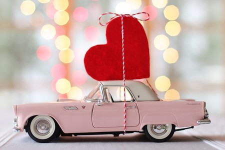 Vintage car and heart | (c) TerriC/Pixabay