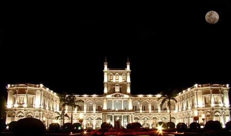 Palacio de los López at night   © Marco Bogarín / Wikimedia Commons