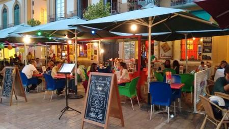 The colourful terrace of Café con Libros