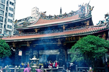 Locals pray at Longshan Temple