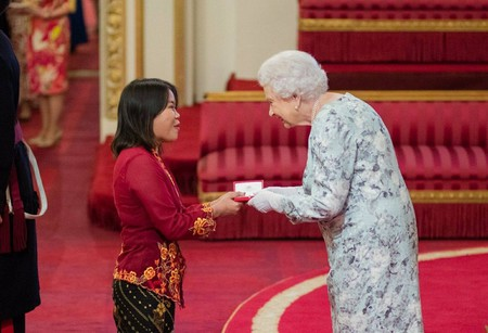 Heidy receiving the Queen's Young Leaders Award | © Heidy Quah