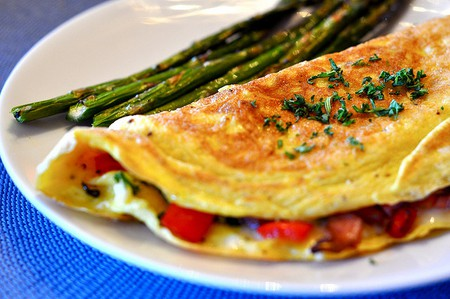 Omelet with Ham, Red Bell Peppers, and Cheese Filling