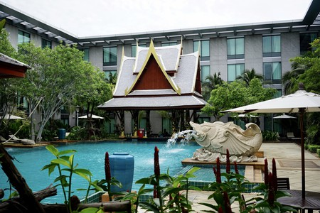 Staying at a Bangkok hotel with a pool makes up for the lack of beaches | © Dion Hinchcliffe / Flickr