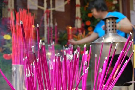 Incense burning at a shrine   © Trishhhh / Flick