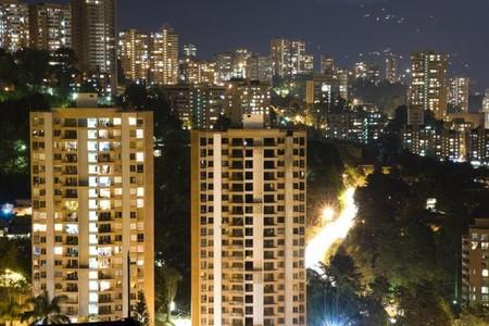 56-4004414-el-poblado-en-la-noche-medellin