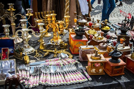 Visit the antiques market in Zaragoza