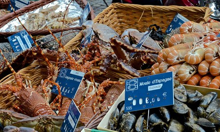 Live crab for sale on Rue Cler, Paris | © David McSpadden / Wikicommons