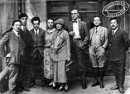Mayakovsky (third right) among literati friends | © Wikimedia Commons