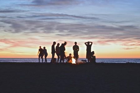People at the beach   © Kimson Doan / Unsplash