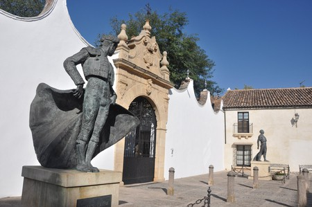 Statue of a famous bullfighter from Ronda, outside the town's bullring | © Claralopez / WikiCommons
