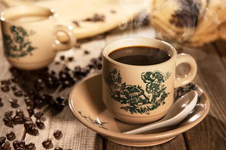 Malaysian Kopi-O in a kopitiam cup | ©szefei/Shutterstock