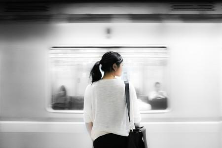 Woman at subway station | © pxhere