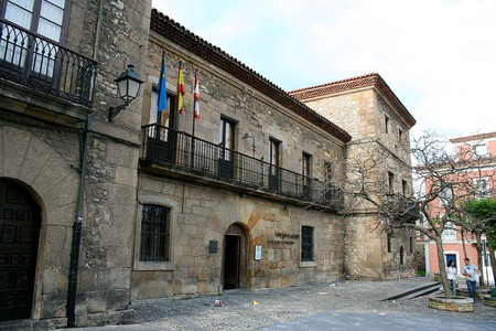 Visit the Museo Casa Natal de Jovellanos in Gijón