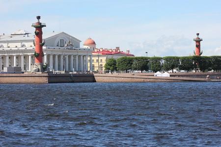 View onto Vasilievsky Island from the Neva River | © Wikimedia Commons
