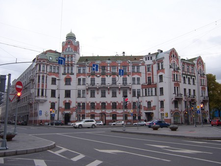 A crossroad in Petrogradsky District | © zeesenboot/Flickr
