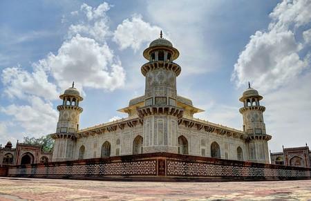 Side view of the Tomb of I'timād-ud-Daulah, Agra