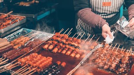 Explore Seoul's street food scene at the city's markets and food alleys. | © Ian Valerio / Unsplash