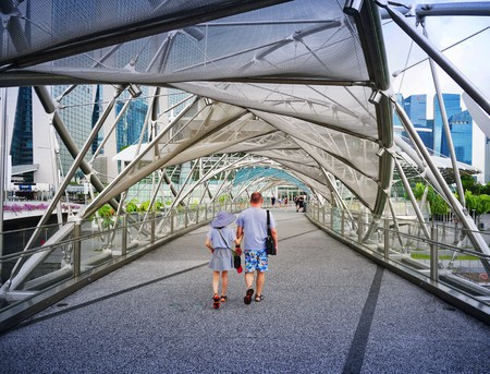 Strolling around the Singapore Helix Bridge