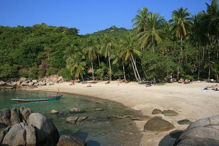 1024px-Koh_Tao_Sai_Nuan_Beach