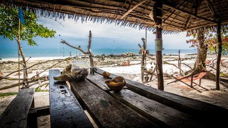 A laid-back beach bar in Thailand   © dziambel / Flickr