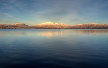 Sunny mountain; Thingvallavatn