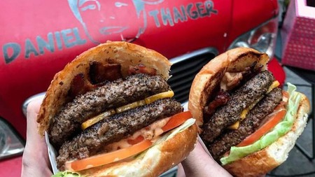 Delicious burgers   © Daniel Thaiger Food Truck
