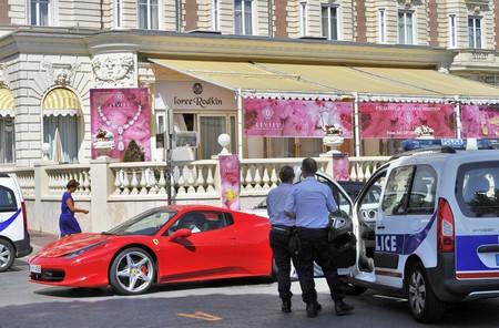 Police examining the crime scene at the Carlton Hotel, Cannes in 2013 |© BEBERT BRUNO / SIPA / REX / Shutterstock
