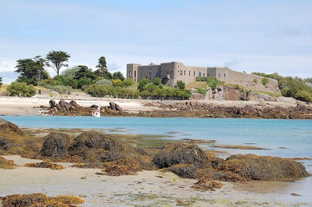 The castle on the Grande-Île of Chausey Island, France | © Pline / WikiCommons