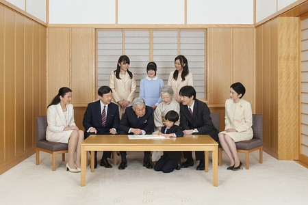 Emperor Akihito and Empress Michiko with the Imperial Family. (November 2013)