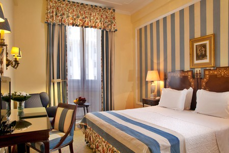 Guest room at Hotel Avenida Palace