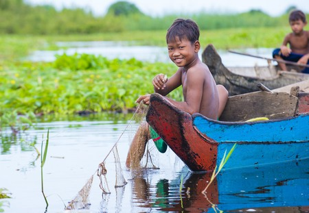 Cambodian children in Tonle sap lake