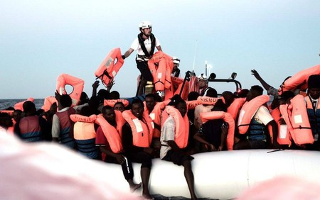 Migrants being rescued by the Aquarius