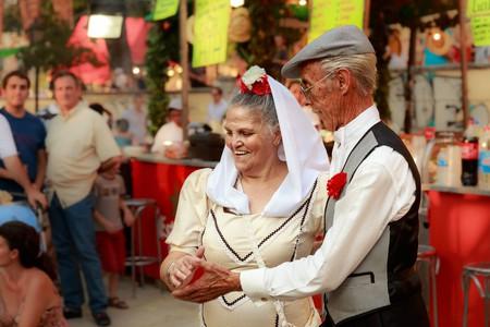 Madrileños dancing chotis