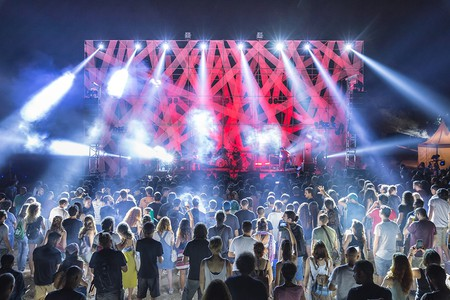 Crowds get ready to jam to live bands at Fengaros Music Festival