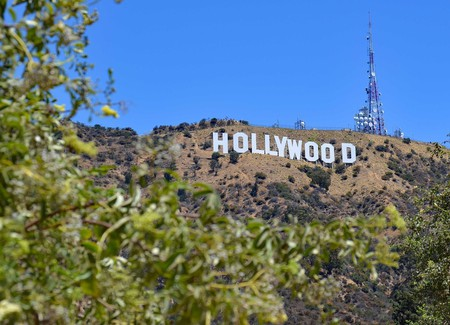 A proposed aerial tramway would bring visitors up close to the Hollywood sign