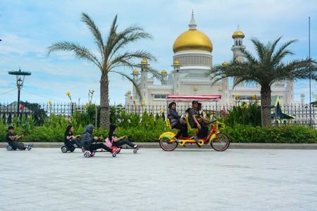 A family cycling in Bandar Seri Begawan