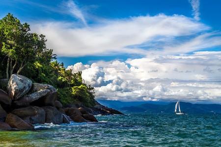 Sailing next to the Feiticeira Beach in Ilhabela