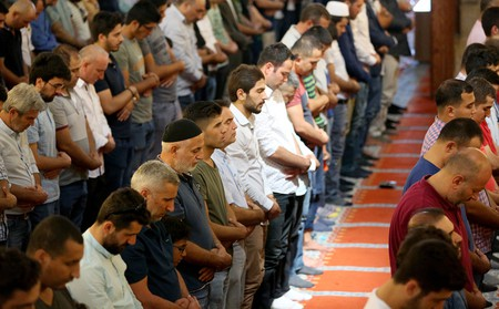 Turkish Muslims pray at the Suleymaniye Mosque
