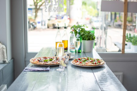 Pizza and drinks at de Pizzabakkers