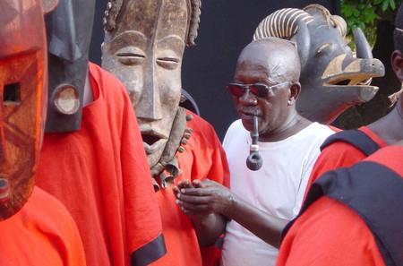 Ousmane Sembène on the set of 'Moolaadé'