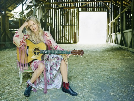 Singer-songwriter Jewel launches new jewelry line, Songlines