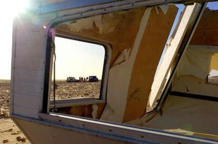 Plymouth Dakar Challenge, making repairs in the Sahara.