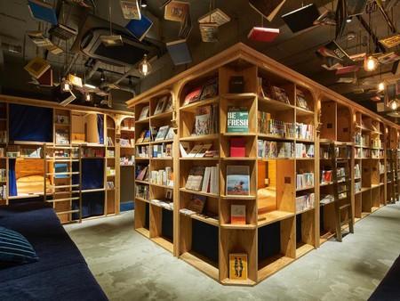 book_and_bed_tkyo_kyoto