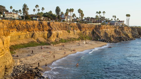 "People at ""No Surf"" beach, Sunset Cliffs Natural Park"