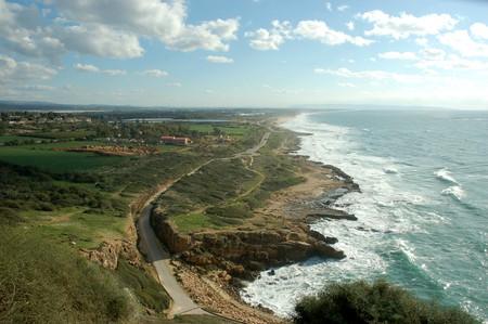 Evan Fallenberg beautifully renders the Israeli coastline in 'The Parting Gift'
