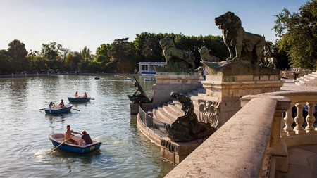 Hire a rowing boat in Retiro Park on your trip to Madrid